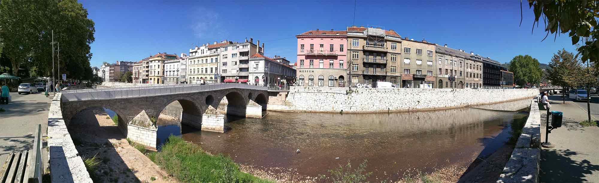 Sarajevo, Bosna a Hercegovina - Latinský most a muzeum Sarajevo
